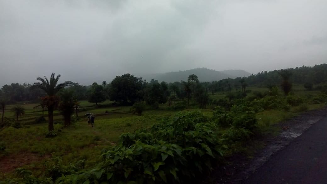 Weather Forecast LIVE Updates Today : झारखंड में बरस रहे बादल, हो रही मेघ-गर्जन, UP से दिल्ली तक बढ़ेगी गर्मी, बिहार, मुंबई में भी वर्षा के आसार, जानें अन्य राज्यों का हाल