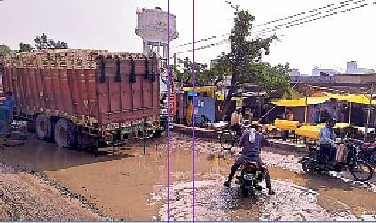 बालू लदे ट्रकों के परिचालन से ध्वस्त हो सकता है तकिया ब्रिज