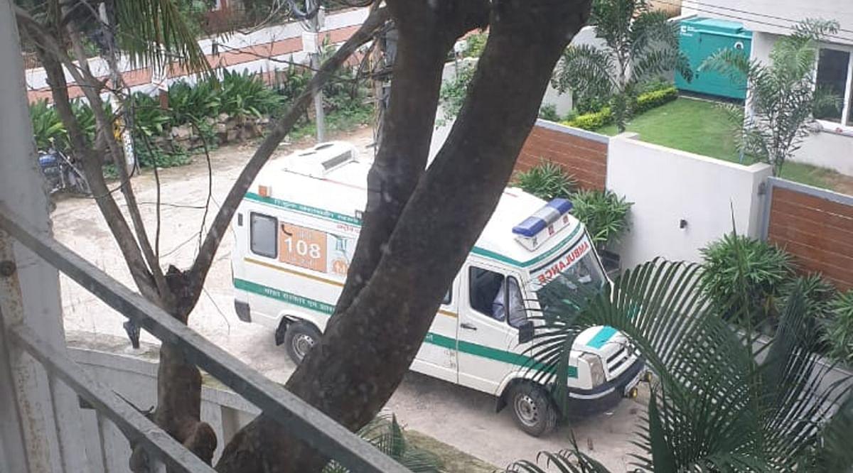 कोरोना से संक्रमित लोगों को कोविड अस्पताल ले जाने की तैयारी.