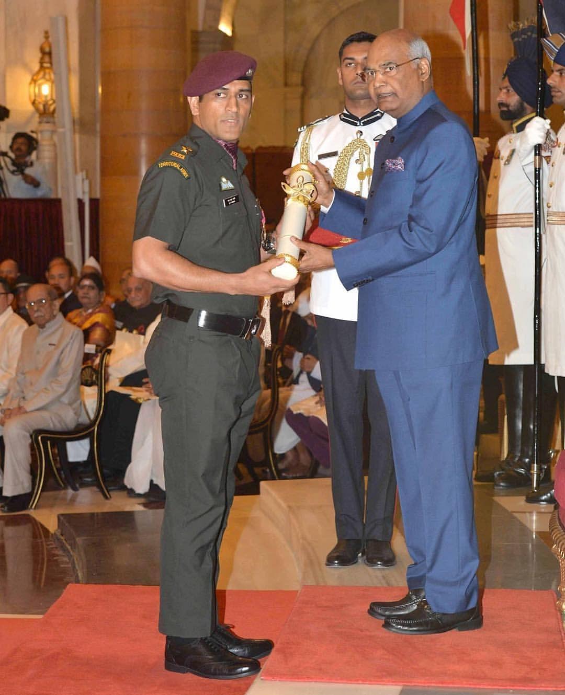 धौनी को साल 2008 में राष्ट्रपति राम नाथ कोविन्द द्वारा पद्म भूषण का पुरस्कार मिल चुका है.