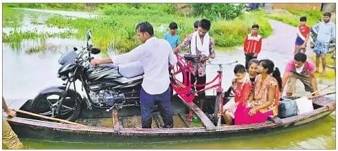 मुजफ्फरपुर में बारिश बनी आफत, जल जमाव के कारण दर्जन भर से अधिक लोगों ने मोहल्ला छोड़ा
