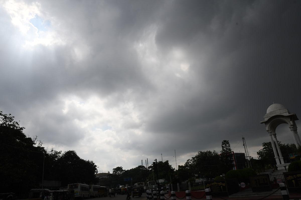 Bihar Weather LIVE Updates : बिहार में आज बारिश के साथ ठनका गिरने की आशंका, अलर्ट जारी