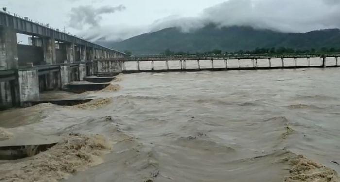 नेपाल ने छोड़ा 3.69 लाख क्यूसेक पानी, गंडक के किनारे गांवों में फिर बाढ़ की आशंका