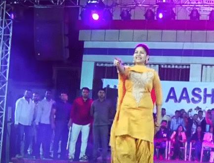 Sapna Choudhary Video: 'छोरी बिंदास' पर सपना चौधरी ने किया जबरदस्त डांस, अदाएं देख फैंस हुए दीवाने