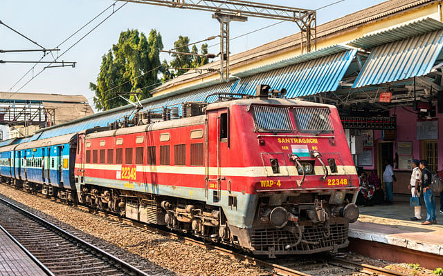 Indian Railways/IRCTC News : अब आपसे ज्यादा किराया वसूलेगा रेलवे ? जानिए कितना महंगा होने वाला है ट्रेन का टिकट