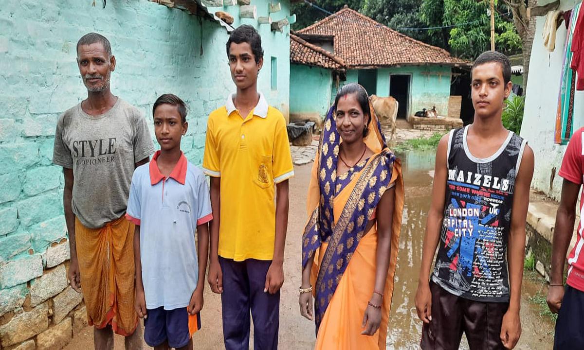 Jharkhand Board Result : किसान का बेटा बना खूंटी जिला टाॅपर, तीसरे स्थान पर रही खुशी कुमारी