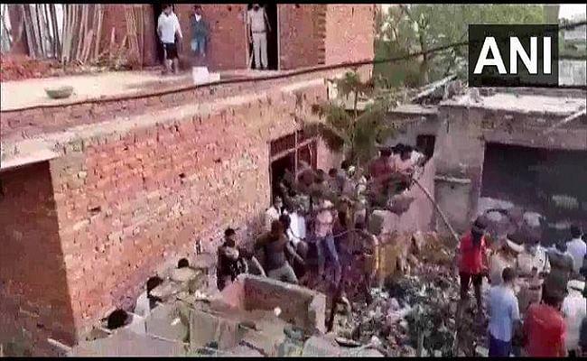 Ghaziabad Fire Latest Update :  गाजियाबाद में अवैध पेंसिल बम बनाने वाली फैक्ट्री में धमाका, आठ की मौत