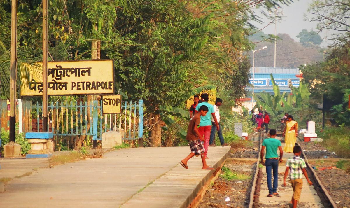 बांग्लादेश सीमा पर गतिरोध, व्यापारियों की जवाबी कार्रवाई से भारतीय व्यापारी परेशान