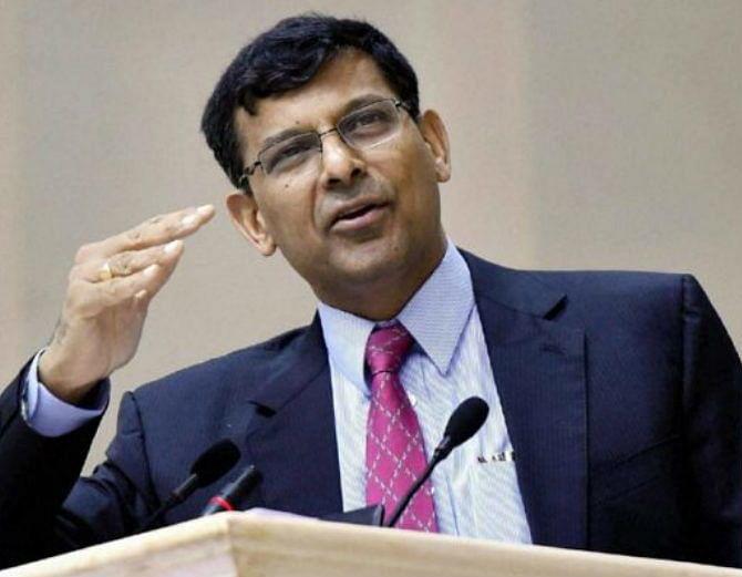 अगले छह महीने में फंसे कर्ज में उल्लेखनीय वृद्धि होने की आशंका: रघुराम राजन