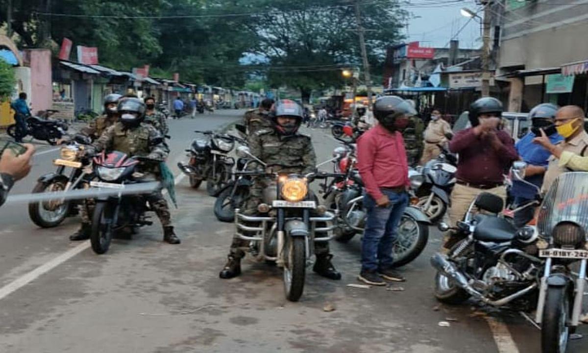 गुमला शहर को अपराध मुक्त बनाने एसपी निकले सड़क पर, कई जगह की छापेमारी