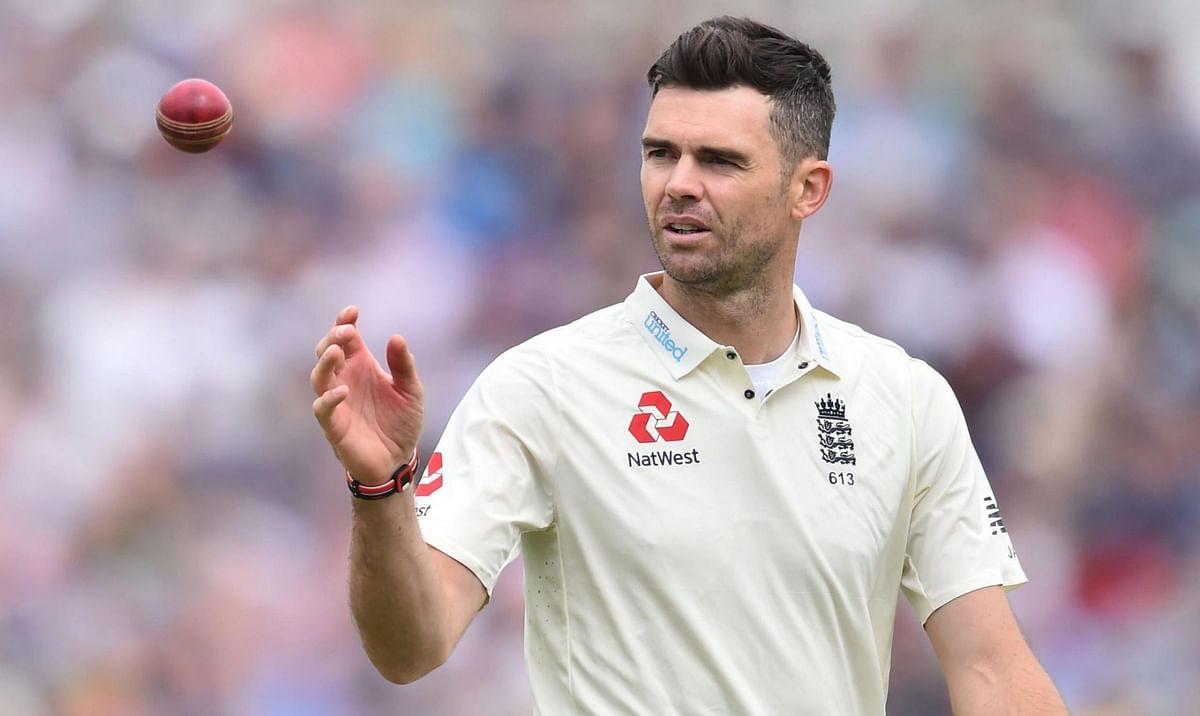 जेम्स एंडरसनः  इंग्लैंड के तेज गेंदबाज जेम्स एंडरसन ने  अपने 129वें टेस्ट मैच में 500 विकेट पूरे किए थे. एंडरसन ने 2017 में वेस्टइंडीज के खिलाफ लॉर्ड्स में यह मुकाम हासिल किया था.  एंडरसन आज की तारीख में इंग्लैंड के सबसे सफल गेंदबाज हैं.