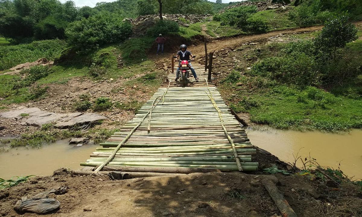 इचाक में 40 ग्रामीणों ने 3 दिनों में श्रमदान से बनायी सड़क और पुलिया, नदी पार करने में होती थी परेशानी