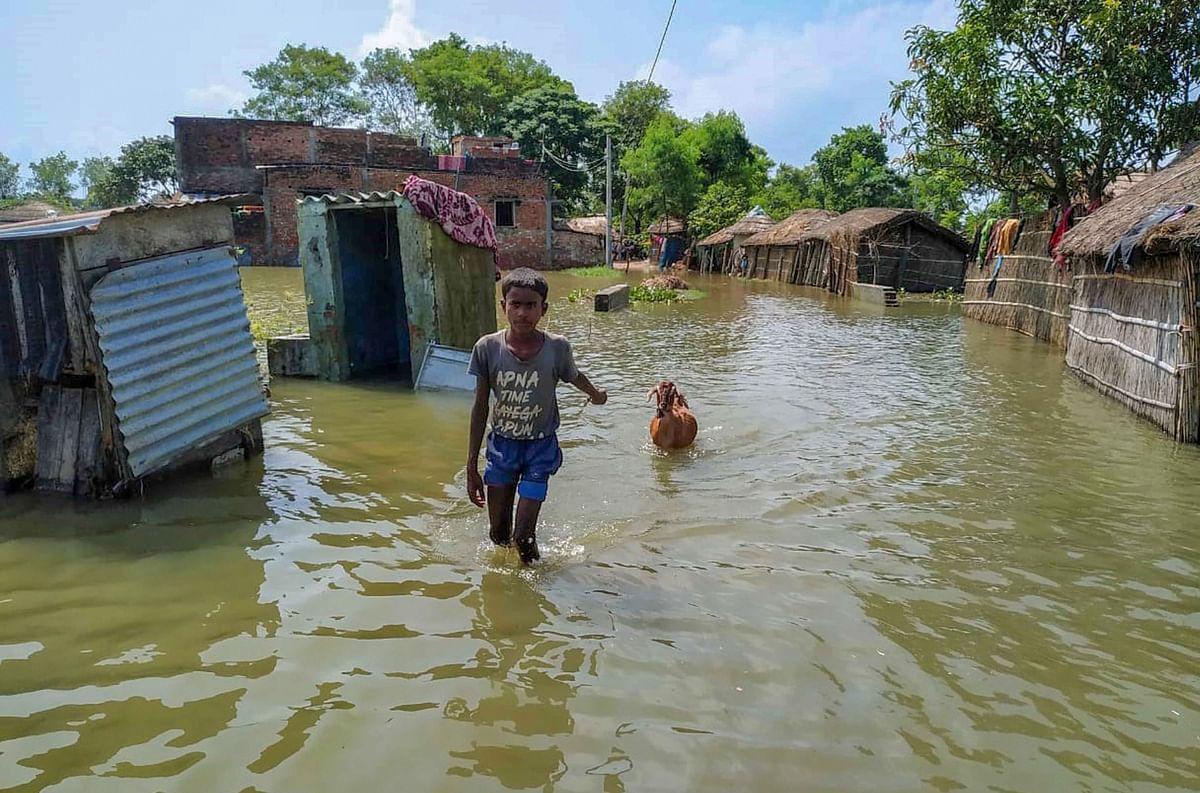 Weather forecast, Bihar Flood LIVE Updates: गंडक नदी की बाढ़ में फंसे 8386 लोगों को एनडीआरएफ ने सुरक्षित निकाला, बिहार के 16 जिलों के 124 प्रखंड हुए जलमग्न
