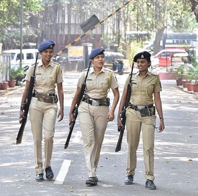 गुजरात में मास्क नहीं पहनने पर रोकने के लिए महिला पुलिसकर्मी को देना पड़ा इस्तीफा