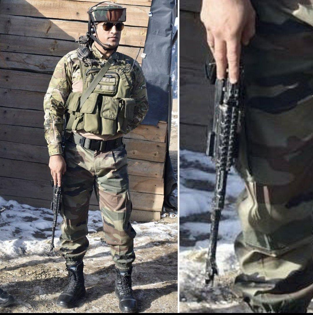 धौनी हमेशा आर्मी के  अलग अलग लुक में नजर आ ही जाते हैं, हाथ में बंदूक लेने के बाद मानों वो ऐसे लगते हैं जैसे वो किसी बॉर्डर पर आर्मी जवान के रूप में तैनात हैं.