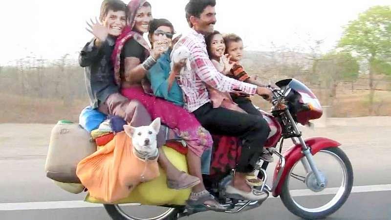 New Road Safety Rules: सरकार के इस नये नियम से बदल जाएगा बाइक पर बैठने का तरीका