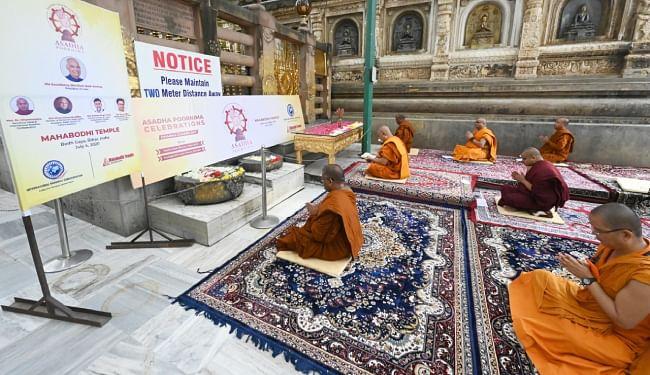 महाबोधि मंदिर में हुई विशेष पूजा, आज के दिन ही सारनाथ में बुद्ध ने दी थी पांच तपस्वियों को धम्मोपदेश