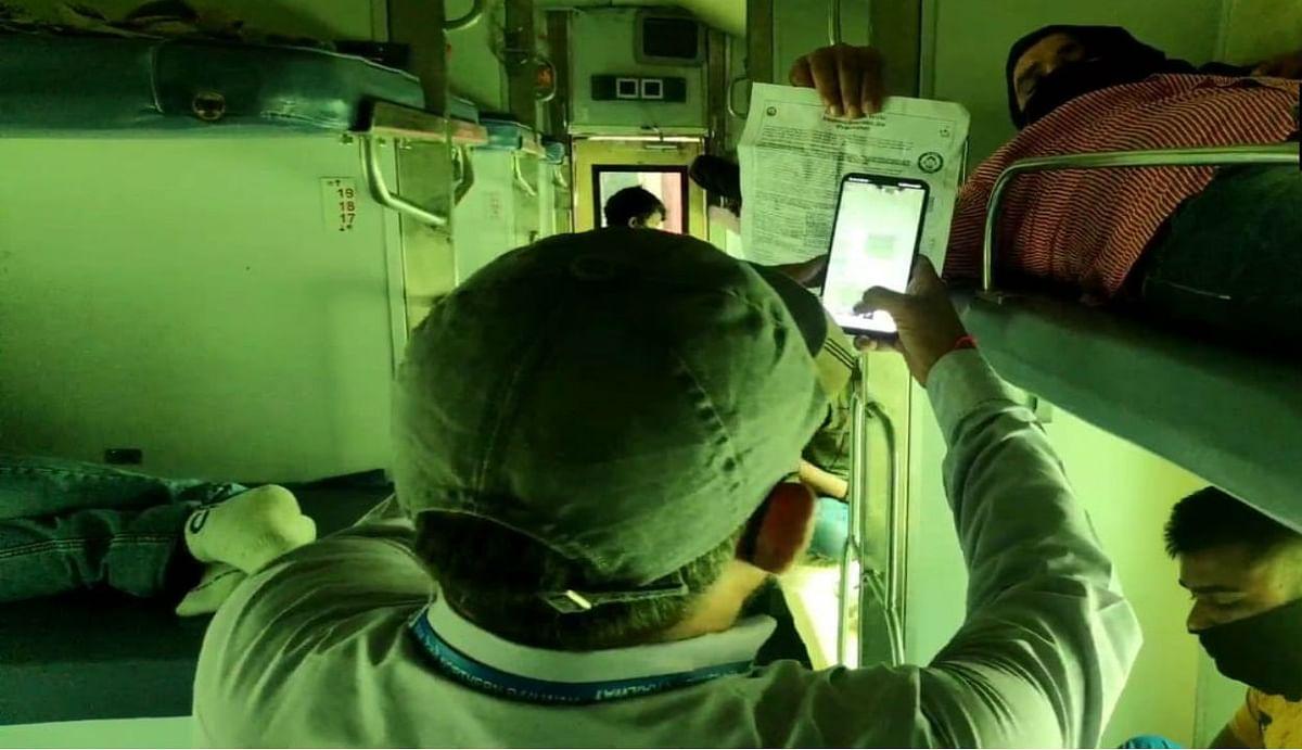 IRCTC/Indian Railways : रेलवे ने टिकट चेकिंग के लिए किया ये बड़ा बदलाव, हाथ में लेकर रिजर्वेशन स्लिप की जांच नहीं करेंगे टीसी