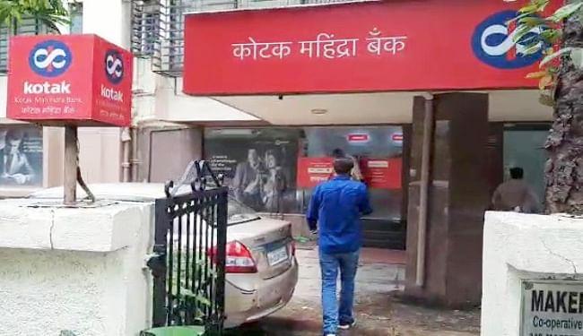मुंबई में कोटक महिंद्रा बैंक की बांद्रा शाखा पहुंची थी बिहार पुलिस की टीम