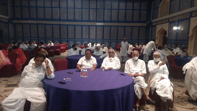 Rajasthan politics LIVE: कांग्रेस की बैठक में पहुंचे 102 विधायक, सभी की मांग- पायलट को पार्टी से बाहर करो