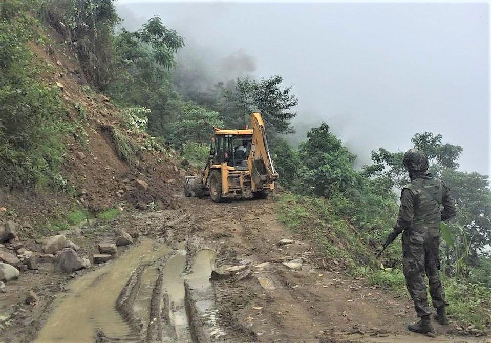 Manipur Attack: मणिपुर में सुरक्षाबलों पर आंतकी हमला, तीन जवान शहीद, चार की हालत गंभीर