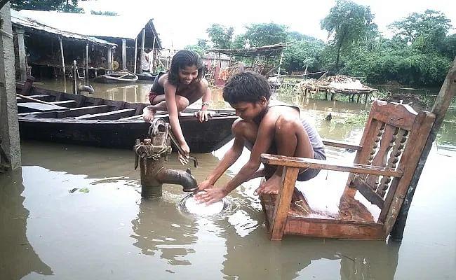Flood in Bihar : नीचे नहीं उतर रहा जलस्तर, फिलहाल राहत नहीं, जानें कौन सी नदी से कौन सा इलाका है प्रभावित