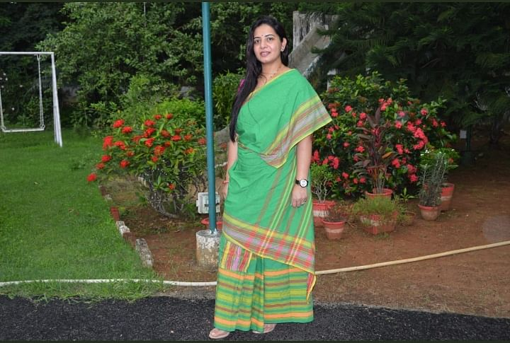 झारखंड की महिला आइएएस अधिकारी को पसंद आयी 'संथाली पंछी साड़ी', सोशल मीडिया पर शेयर की Pics