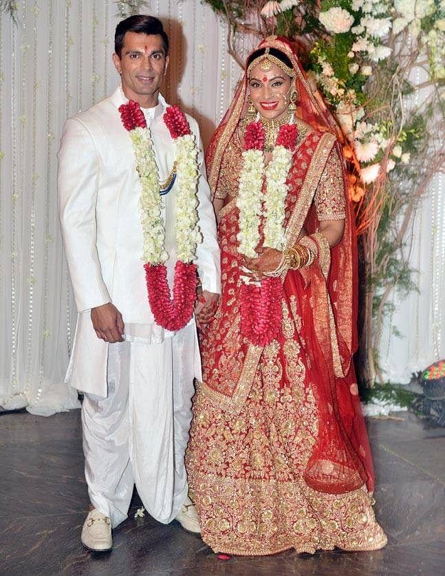 इस जोड़े ने 30 अप्रैल 2016 को शादी की और अब इसे चार साल हो गए हैं. वे अपनी खुशी और मुस्कुराहट के साथ खुशनुमा पल बिता रहे हैं. उनकी तसवीरें दोनों के मोहब्बत को बयां करती है.
