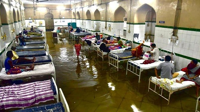 हैदराबाद का उस्मानिया जनरल अस्पताल का वॉर्ड बारिश के बाद हुआ पानी-पानी, वीडियो वायरल