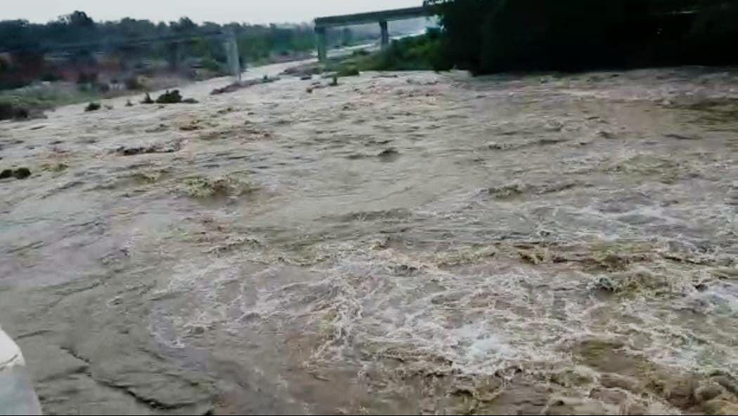 Bihar Flood 2020: पटना में आज लाल निशान को पार कर सकती है गंगा, अन्य जिलों में भी बढ़ रहा जलस्तर...