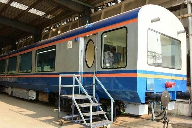 Indian Railways यात्रियों की सुरक्षा और सुविधा के लिए लागू कर रहा ये इनोवेशंस, मोबाइल पर अनरिजर्व टिकट से लेकर ट्रेन खुलने का अलर्ट तक...