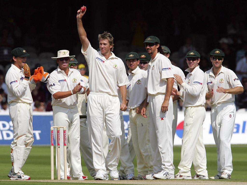 ग्लेन मैक्ग्राथः ग्लेन मैक्ग्रा ने अपने टेस्ट करियर में 124 टेस्ट मुकाबलों में कुल 563 विकेट चटकाए थे. मैक्ग्रा ने ऐशेज सीरीज के दौरान लॉर्ड्स में इंग्लैंड के मार्कस ट्रेसकॉथिक को आउट कर अपना 500वां विकेट लेकर इस लिस्ट में अपना नाम दर्ज कराया था. वॉर्न के बाद वह ऑस्ट्रेलिया के दूसरे सबसे कामयाब गेंदबाज हैं.