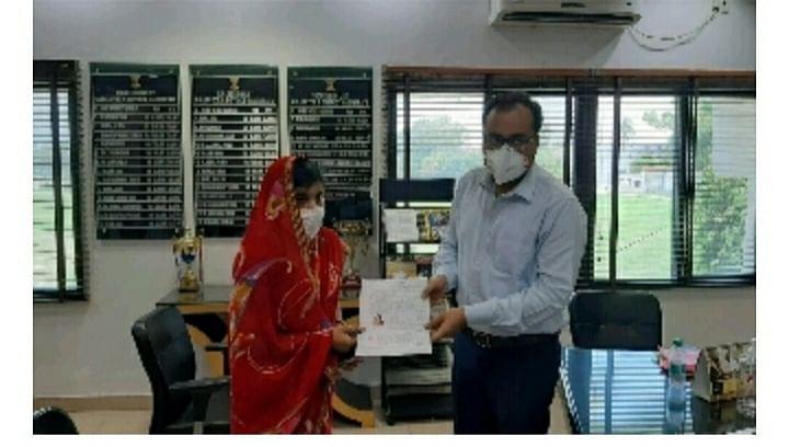 लद्दाख के गलवान घाटी में शहीद अमन की पत्नी को बिहार सरकार ने दी नौकरी