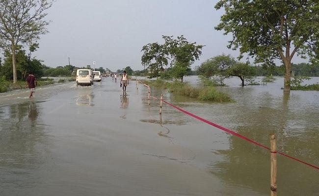 मनसाही में दर्जनों घरों में घुसा है बाढ़ का पानी, लोग कर रहे त्राहिमाम