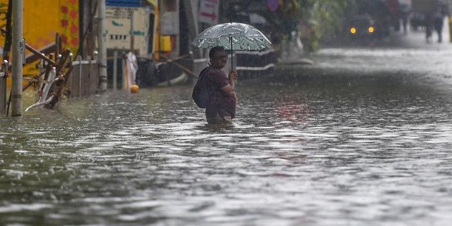 Weather Forecast Live Today : दिल्ली में बारिश से मौसम हुआ सुहाना, जानें यूपी-बिहार-दिल्ली सहित अन्य राज्यों के मौसम का हाल