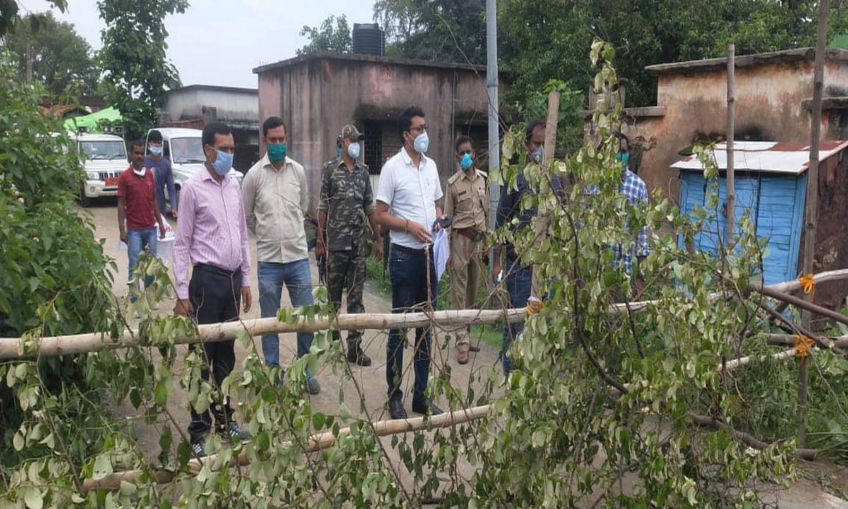 Coronavirus in Jharkhand : लातेहार के अहीरपुरवा मोहल्ले में कोरोना संक्रमित मिलने से प्रशासन सजग, सभी रास्तों को किया सील