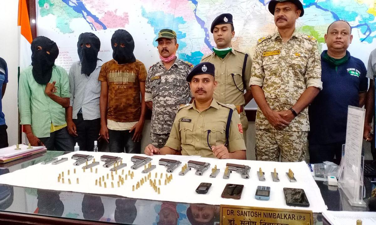 कूचबिहार में 3 लोगों की गिरफ्तारी, पुलिस ने 6 पिस्टल, 12 मैगजीन और 80 कारतूस किया बरामद