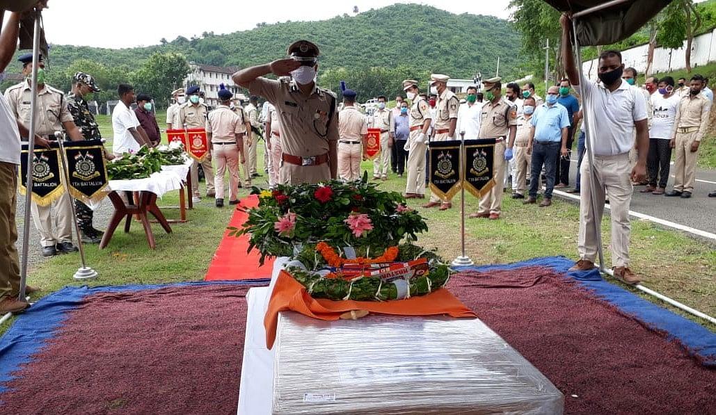 आतंकी मुठभेड़ में शहीद कुलदीप उरांव का पार्थिव शरीर पहुंचा साहिबगंज, राजकीय सम्मान के साथ होगी अंत्येष्टि