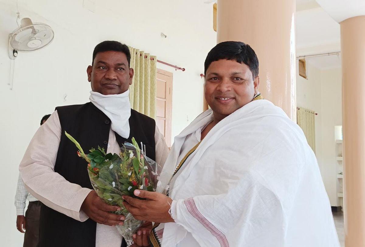 Jharkhand : प्रवासी मजदूरों को कृषि क्षेत्र में रोजगार देने की संभावनाओं पर श्रम मंत्री ने कृषि मंत्री बादल पत्रलेख से की बात