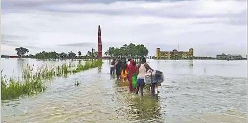 Flood in Bihar : मुजफ्फरपुर के 11 प्रखंडों की 125 पंचायतें बाढ़ से घिरीं, गोपालगंज में गंडक का जमींदारी बांध भी टूटा