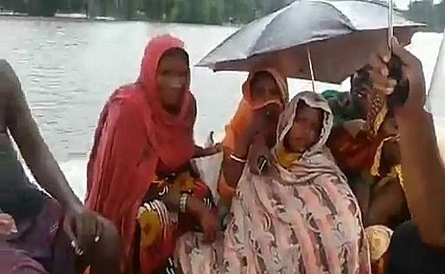 Bihar Flood 2020: बाढ़ संकट के दौरान NDRF की टीम ने प्रसव पीड़ा से कराह रही महिला व सर्पदंश के शिकार बच्चे का किया रेस्क्यू