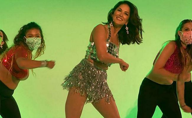 ग्लिटर स्कर्ट में बेबी डॉल लाने वाली है नया डांस वीडियो, सनी लियोनी ने शेयर की शूटिंग फोटो