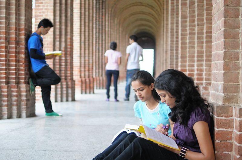 अमेरिका में नहीं रह पाएंगे लाखों भारतीय छात्र, इस नये फैसले के कारण लग  सकता है बड़ा झटका
