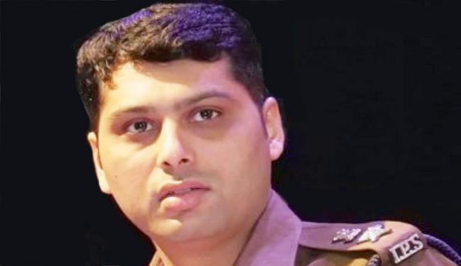 कानपुर मुठभेड़ : SSP ने तीन पुलिसकर्मियों को किया निलंबित, शहीदों के परिजनों को एक-एक दिन का वेतन देंगे सभी अधिकारी-कर्मचारी