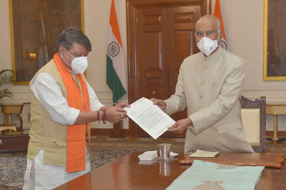 राष्ट्रपति से नयी दिल्ली में मिला भाजपा प्रतिनिधिमंडल, बंगाल के भाजपा विधायक की संदिग्ध मौत की सीबीआई जांच की मांग
