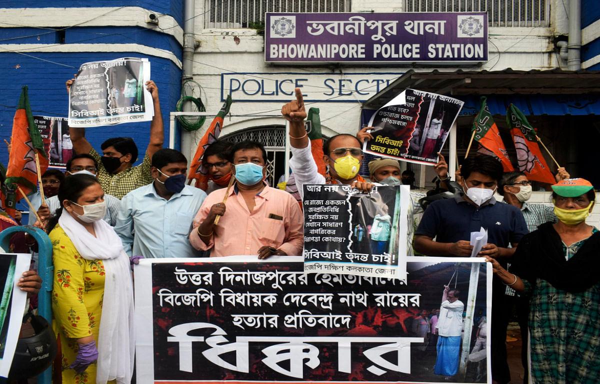 बंगाल में भाजपा विधायक की मौत की सीबीआई जांच की मांग पर कार्यकर्ताओं ने किया प्रदर्शन
