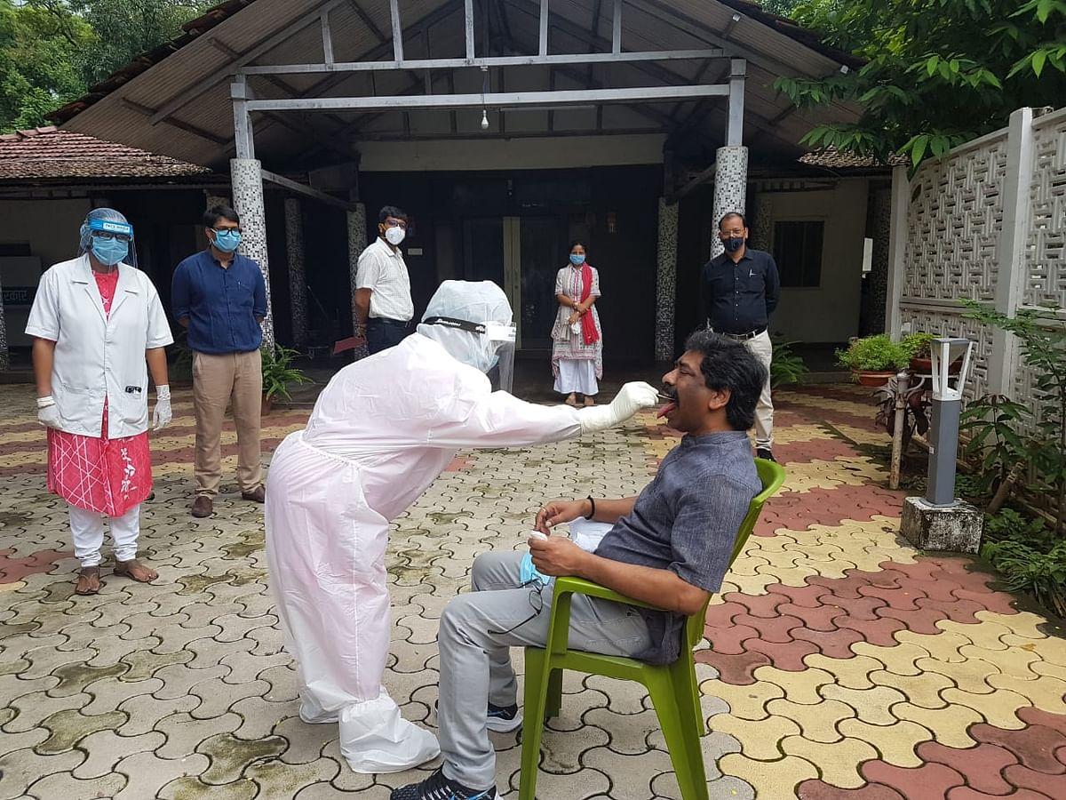 Coronavirus in Jharkhand LIVE Update :  सीएम हेमंत सोरेन व उनकी पत्नी कल्पना सोरेन की कोरोना जांच के लिए लिया गया सैंपल
