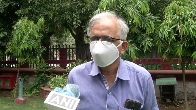 हवा से फैल सकता है कोरोना का संक्रमण, अब CSIR के प्रमुख शेखर सी मांडे ने दी यह सलाह...