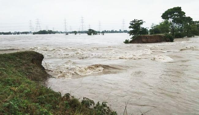 Bihar Flood Live Updates: गंडक नदी का जल स्तर बढ़ने से प्रमुख सड़कों पर बहने लगा फिर पानी, रुका प्रोटेक्शन वर्क