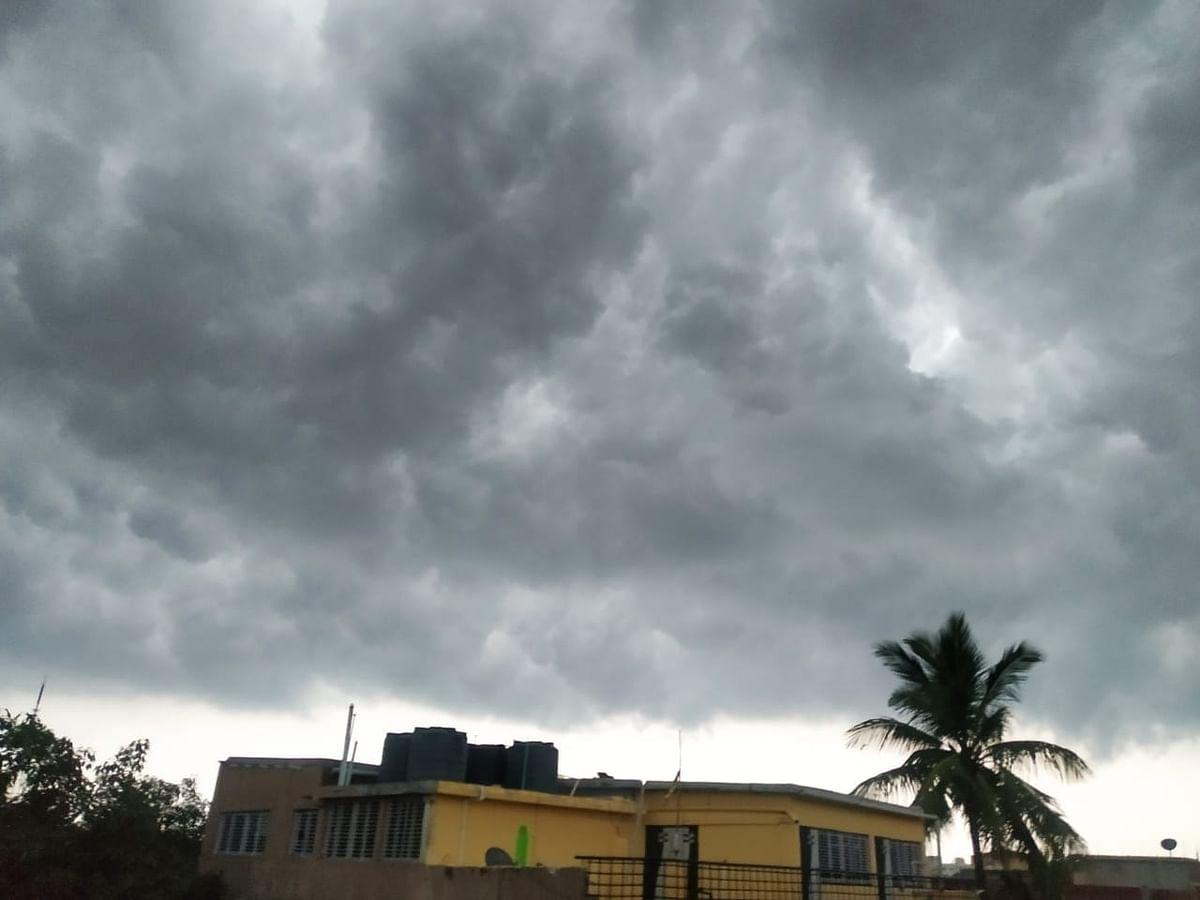LIVE : कई राज्यों में होगी बारिश, दिल्ली में धूल भरी हवाएं, जानें यूपी-बिहार-झारखंड सहित देश के अन्य राज्यों का हाल